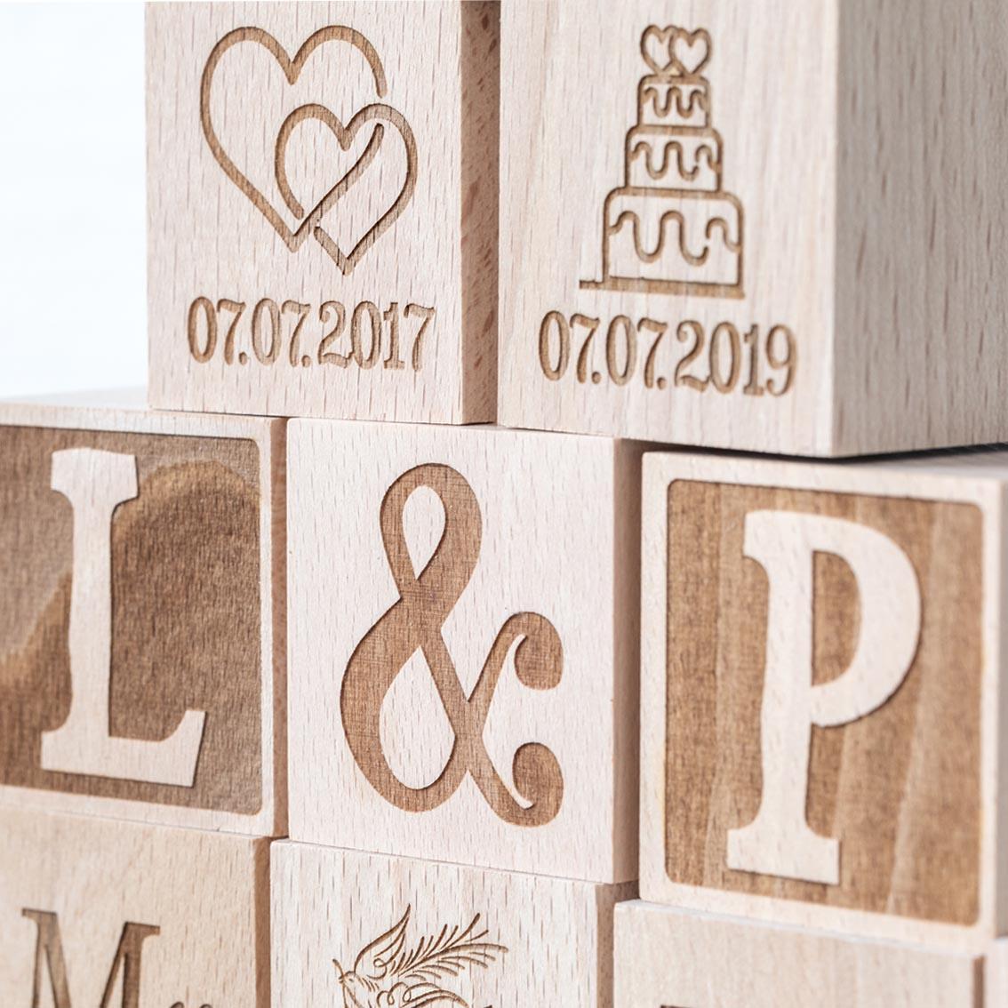 Holzwürfel zur Hochzeit